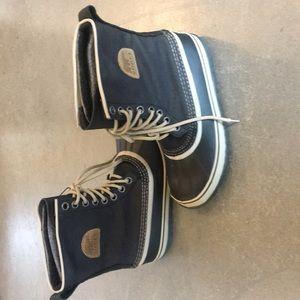 Shoes - Sorel boots size 9 navy blue